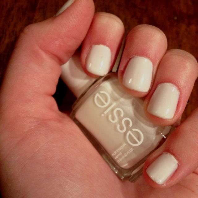 Essie Marshmallow. DIY drug store gel nails.