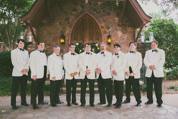 southern-weddings-white-dinner-jackets.jpg (600×400)