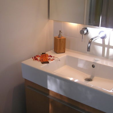 Duravit Sink Wall Mount : duravit sink with backsplash and wall mount faucet?