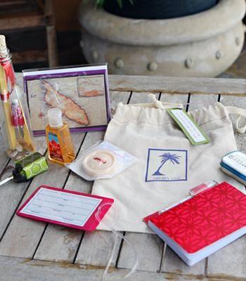 lao-aruba-wedding-welcome-bags.jpg (350×400)