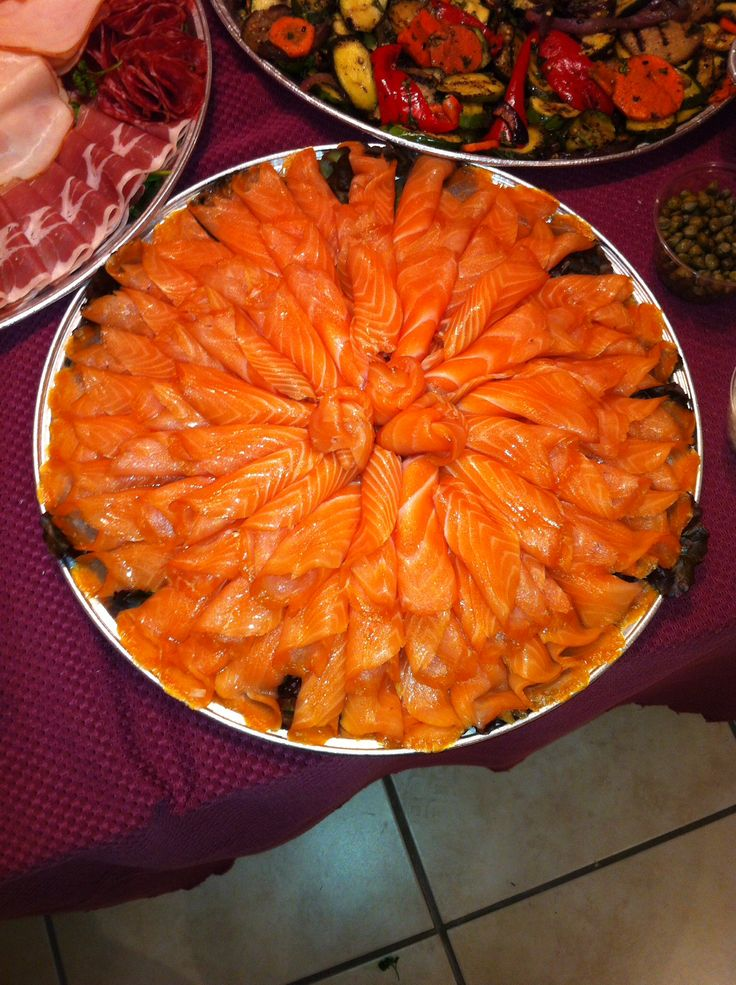 how to serve smoked salmon platter