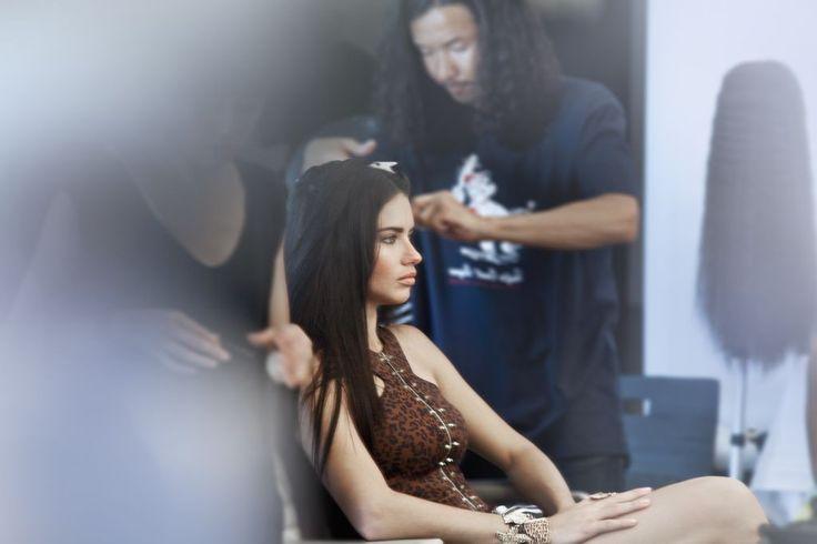 Adriana Lima para Versace for Riachuelo (Foto: Divulgação)