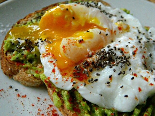 Whole grain bread with mashed avocado, cayenne, egg and chia seeds