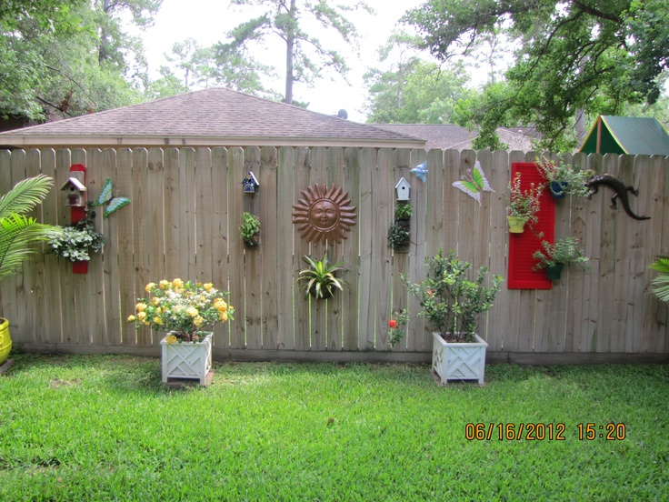 Wooden Fence Decorating Ideas