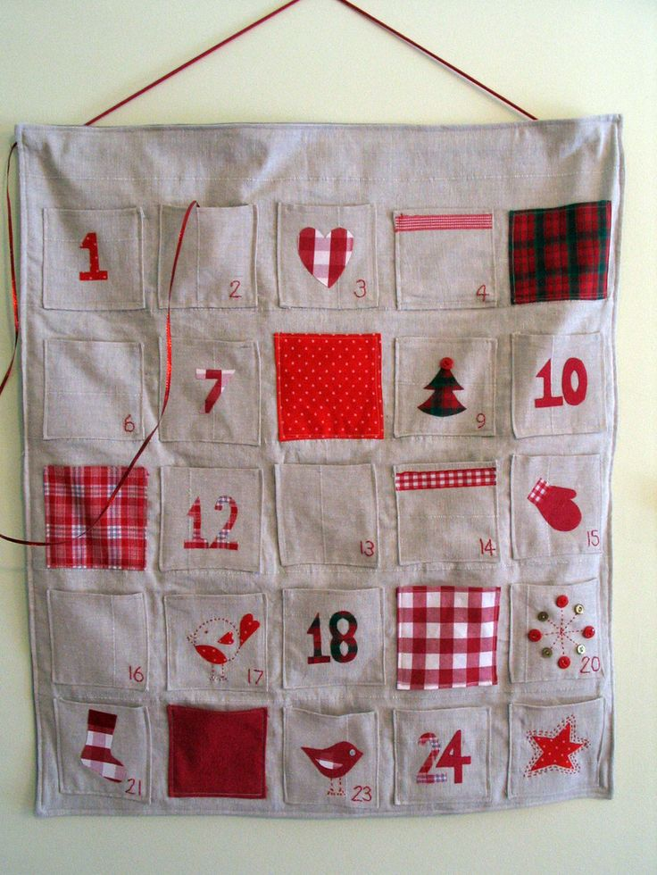 Hanging advent calendar with pockets advent calendars for Homemade christmas advent calendar ideas