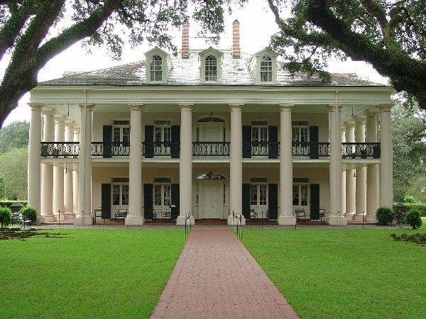 Oak alley plantation la dream home pinterest for Plantation home builders
