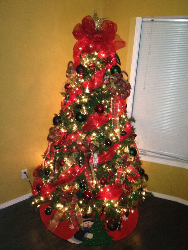 How to decorate a christmas tree with mesh ribbon caroldoey