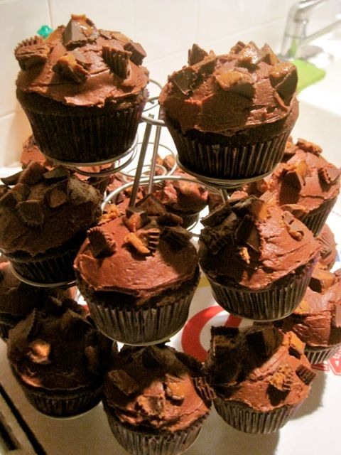 PB Mousse filled cupcakes (easy peasy!) | Cupcakes | Pinterest