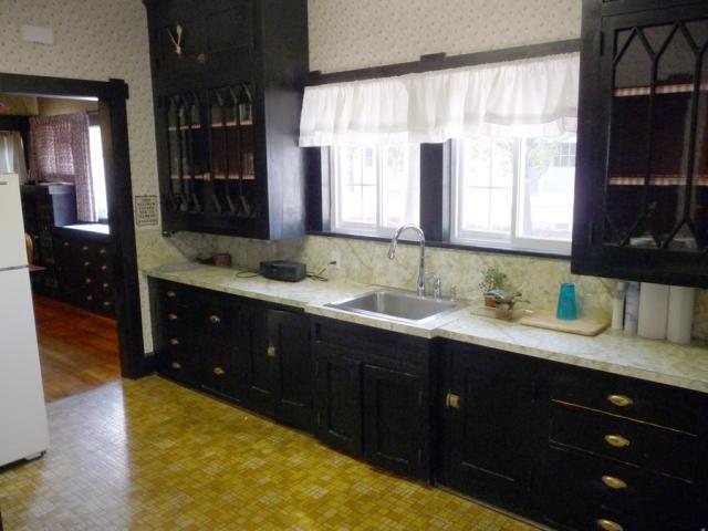 Craftsman bungalow kitchen kitchen ideas pinterest for Bungalow kitchen layout