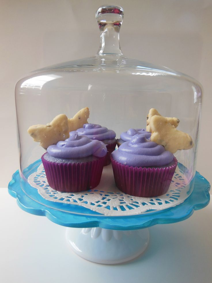 Lavender tea & honey frosted Lavender cupcakes filled with lemon curd ...