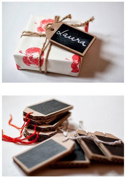 DIY reusable chalk tags. |Ukkonooa. http://ukkonooa.blogspot.fr/2013/10/monikayttoiset-kortit.html?crlt.pid=camp.BVjcUf2mJH0L