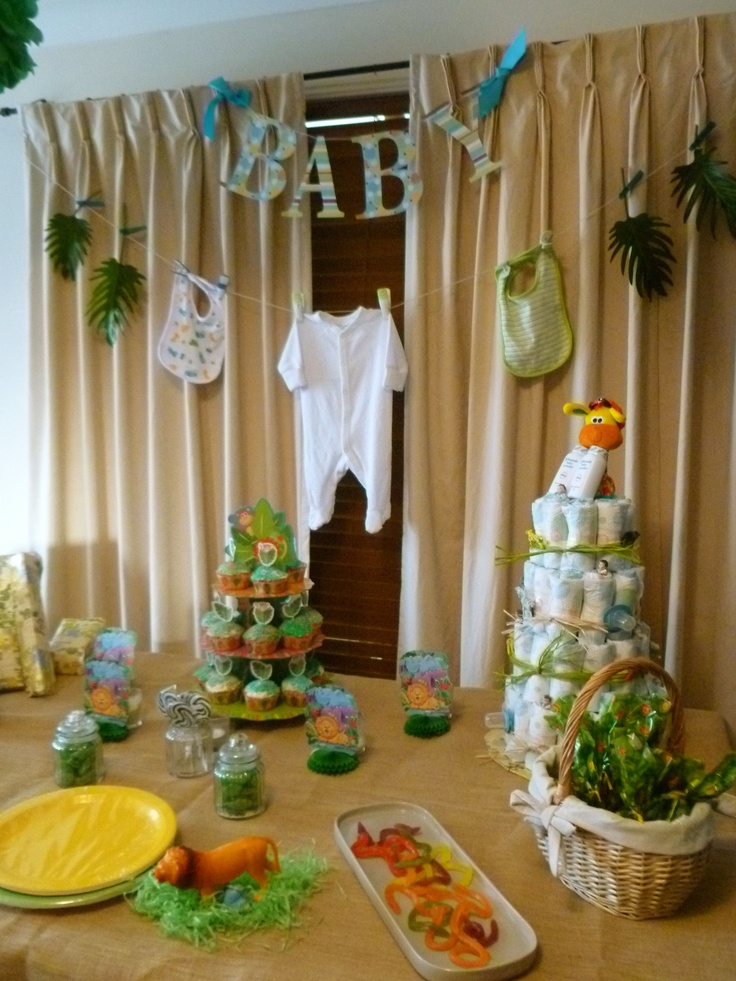 Jungle themed baby shower marissa 39 s safari baby shower for Baby shower safari decoration