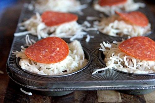 2011-12-21-deep-dish-mini-pizzas-step5-500