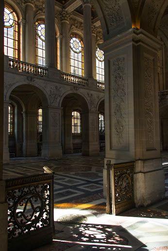 le soleil illumine la Chapelle Royale.