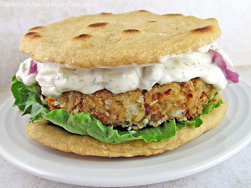 Salmon burger with dill sauce | Not your ordinary Sanni! | Pinterest