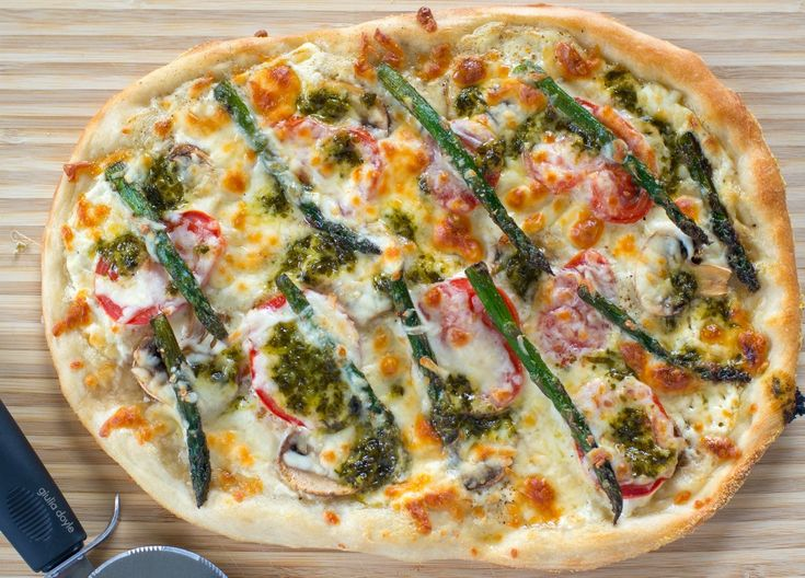 White Pizza with Asparagus, Mushroom, Tomato and Basil Drizzle ...