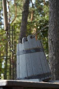 DIY wooden bucket