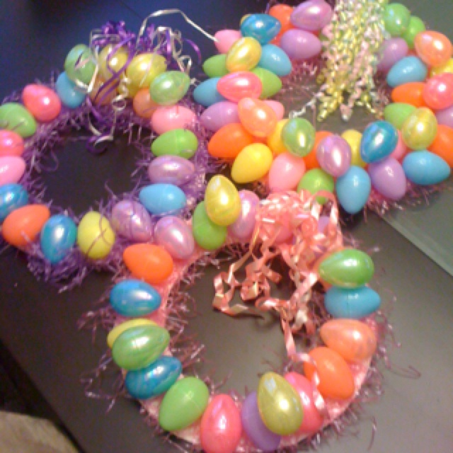 Easter egg wreath | holiday crafts | Pinterest