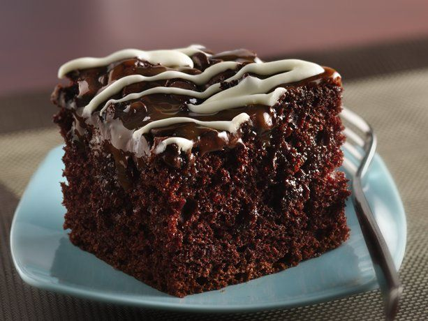 Chocolate Chip-Caramel Poke Cake {Betty Crocker} - Oh, this. is. DANGEROUS!!! ;D