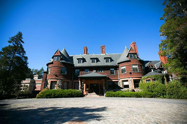 photo ideas for wedding party - Dane Estate Pine Manor College