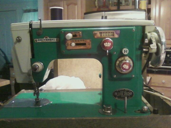 universal zig zag sewing machine