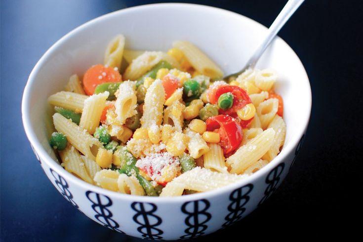 Pasta Primavera (penne pasta with peas, corn, carrots, tomatoes ...