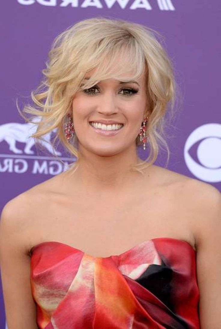Carrie Underwood wears a gorgeous pink dress  yahoocom