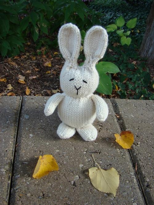 Free Knit Bunny Pattern : knit rabbit Knitting - free patterns on Tumblr Pinterest