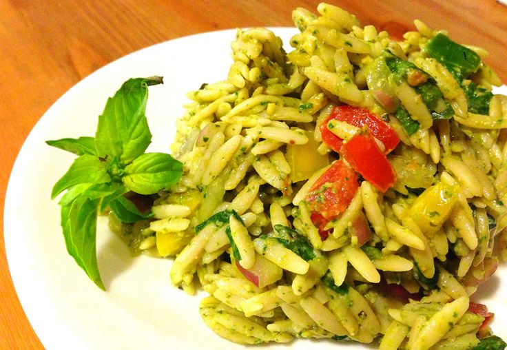 Easy vegan spinach orzo salad recipe! Why is orzo awesome? It's cheap ...