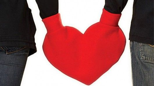 Absolutely hysterical - Valentines Mittens for couples. Makes you want to head to Tahoe, Vail, Chamonix...yes?