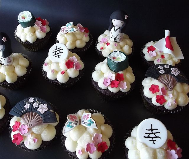 Japanese theme cupcakes for Asian party decoration ideas