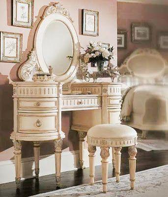 Penteadeiras Antigas, um Charme - Antique Dressing Table, a Charm