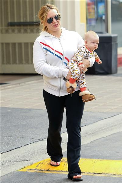 We're excited to see Hilary Duff out and about with her son Luca! Are you? See more celebs on Wonderwall. http://on-msn.com/MWy7og