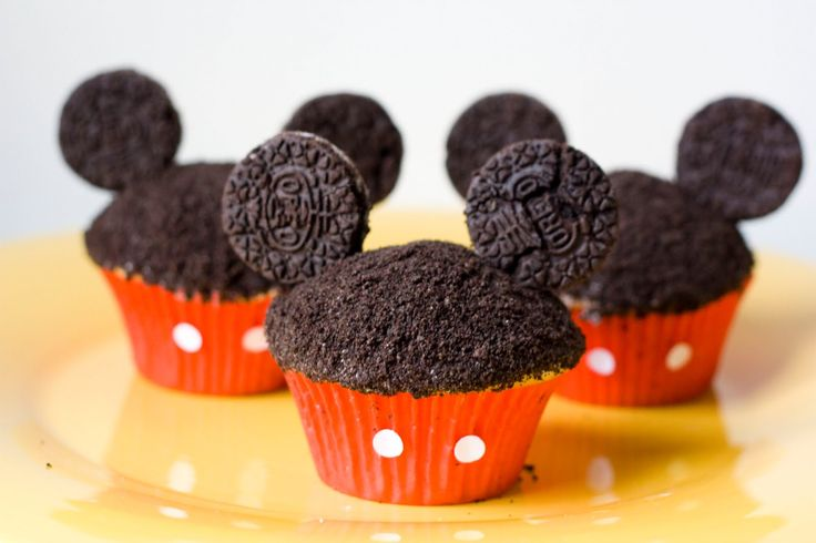 Cute and easy Mickey cupcakes.