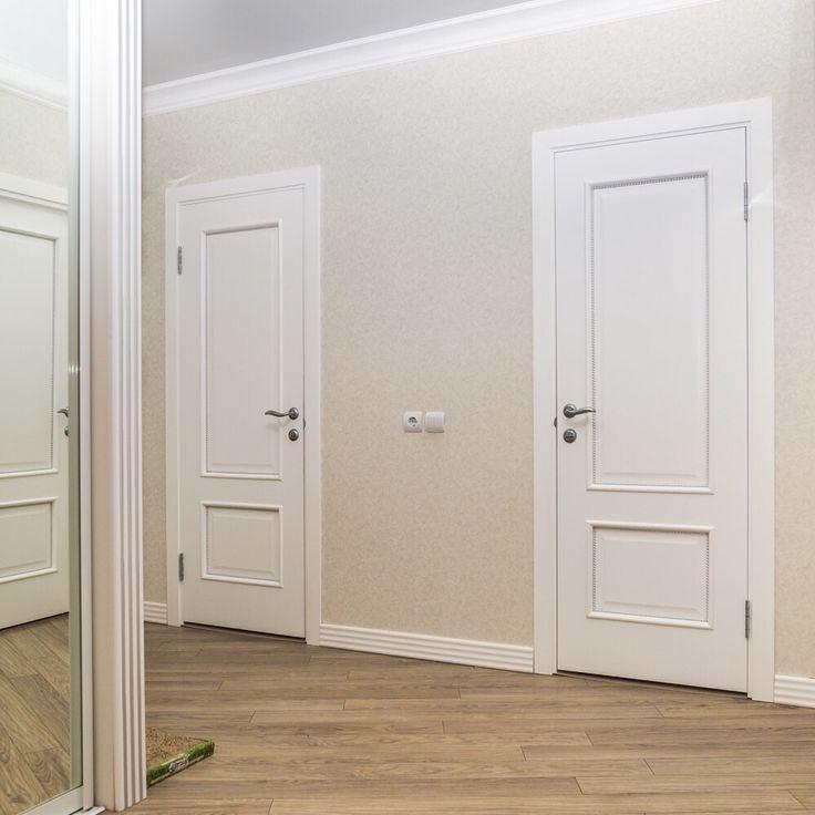 Белые двери в белом интерьере фото