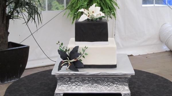 Black and White square wedding cake | Cakes | Pinterest