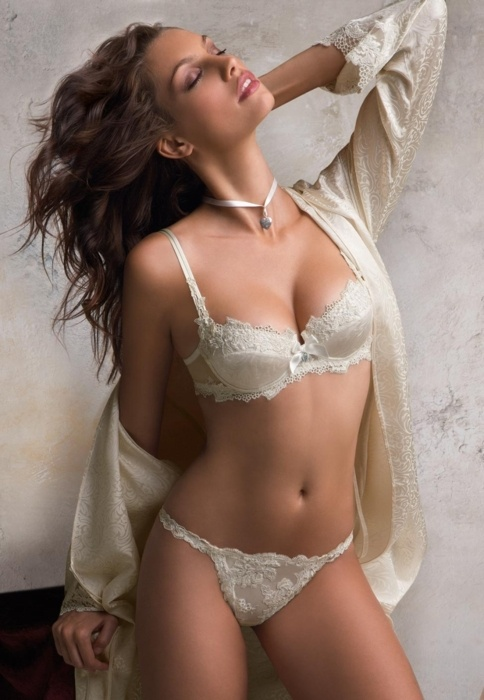 beautiful boudoir! | Boudoir Poses | Pinterest: pinterest.com/pin/105693922477694885