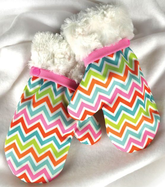 These cute #chevron mittens make a great #christmasgift