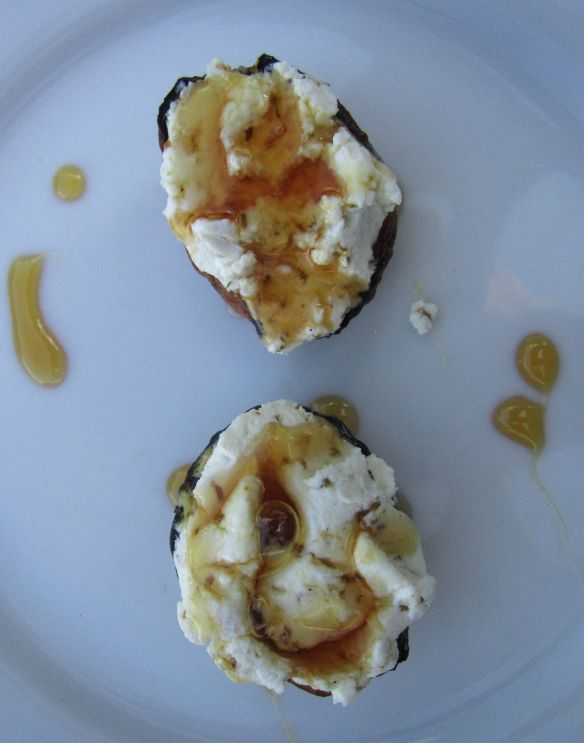 Grilled figs with goat cheese, honey, and FENNEL POLLEN