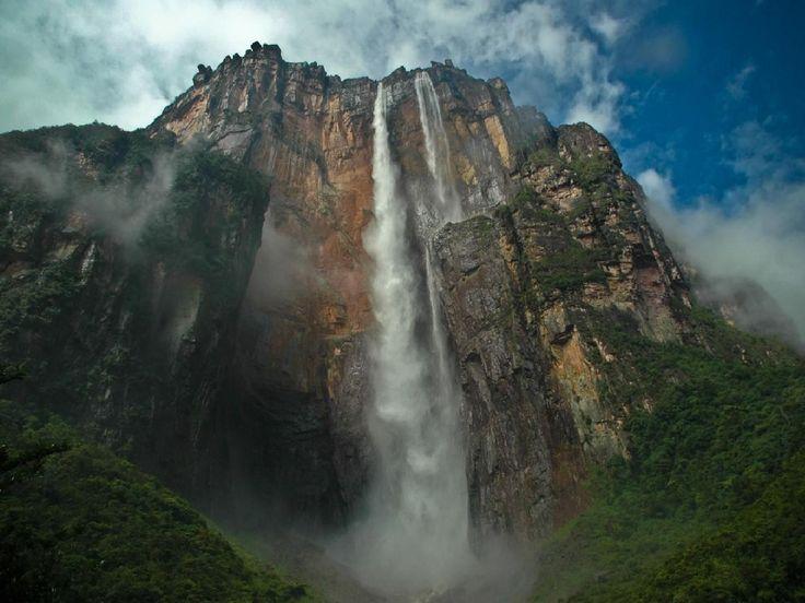 Salto Angel es uno de los principales atractivos turísticos de América
