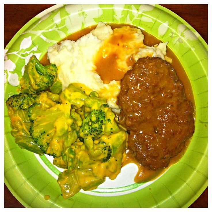 Crockpot Salisbury steaks w/mashed potatoes & cheesy broccoli #MBM