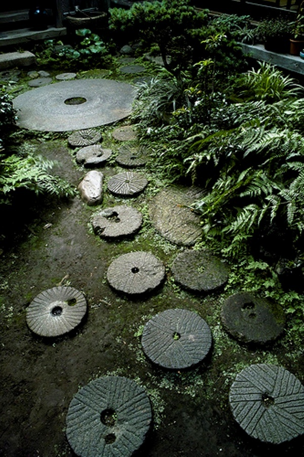 Japanese garden path stepping stones gardening ideas for Japanese garden stones