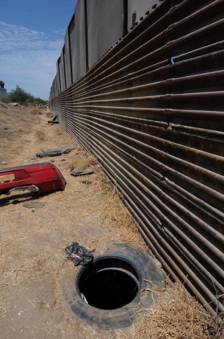 José Sánchez Villalobos, miembro de un poderoso cartel mexicano enfrenta a las autoridades estadounidenses, acusado de ser el autor intelectual de 2 de los más importantes pasajes subterráneos, además de haber brindado la financiación y supervisión del traslado de marihuana hacia territorio norteamericano, proveniente de Tijuana con destino a la ciudad de San Diego.