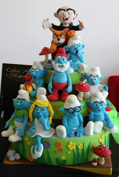 Smurfs cake Gorgeous cake! Source unown