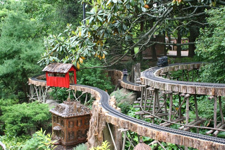 The garden railway so cool model train pinterest for Garden railway designs