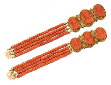Пара золотых браслетов и коралловые камея, около 1830 - Сотбис