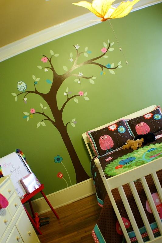 Big girl room. Tree with owl