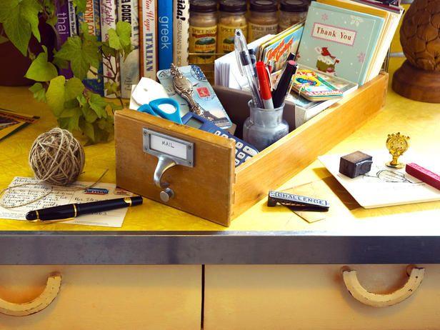 5 Darling Ideas for Dresser Drawers (http://blog.hgtv.com/design/2014/06/30/dresser-drawer-ideas/?soc=pinterest)