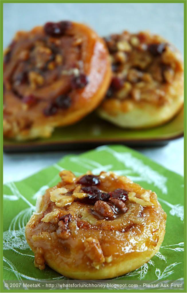 sticky cinnamon bun - Sticky Cinnamon Buns topped with rich caramel ...