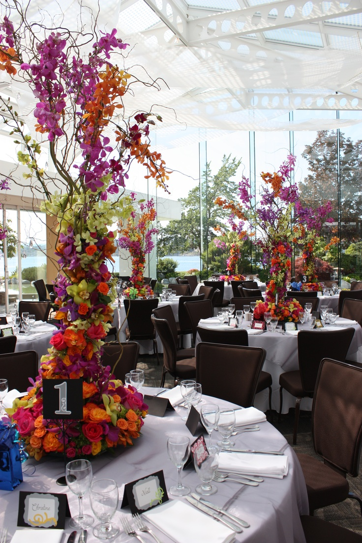amazing wedding centerpieces with shades of purple